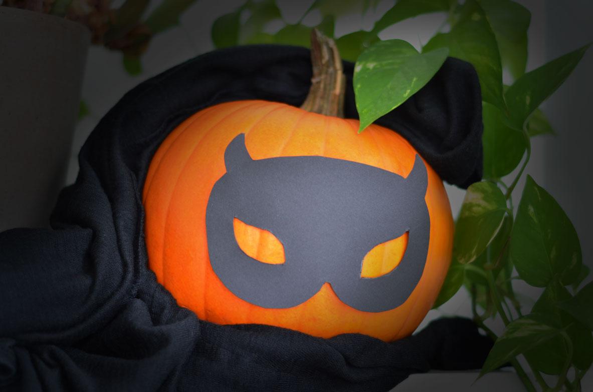 hiding-pumpkin